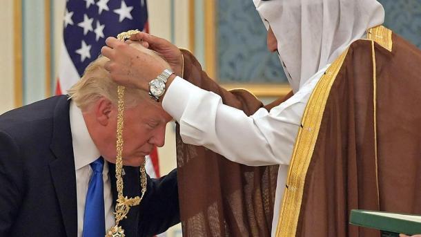 trump-medal-saudi-arabia