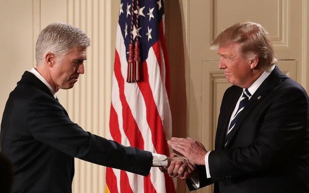 gorsuch-trump-handshake