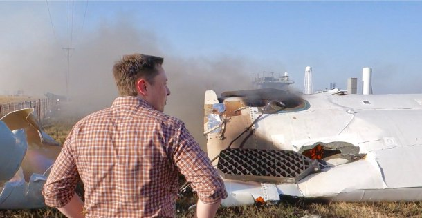 1920px-Elon_Musk_overlooking_the_remains_of_F9R_(36411051713)